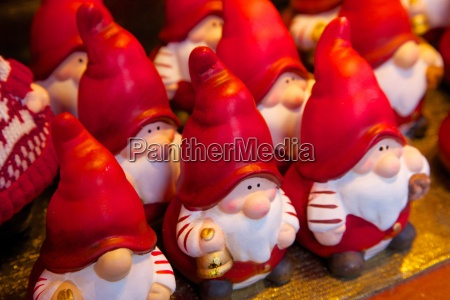 santa clauses in christmas market dortmund
