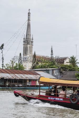 daily vietnamese river life at cai