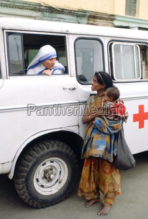 mother teresa talking with a poor