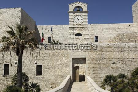 the gate of castello svevi the