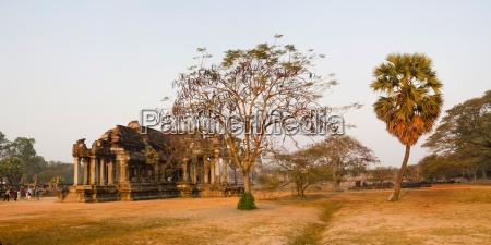 panoramic hoto of angkor wat library