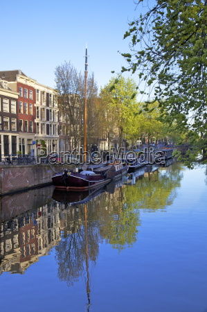 boats on brouwersgracht amsterdam netherlands europe