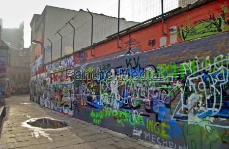 grafitti walls in werregaren straat