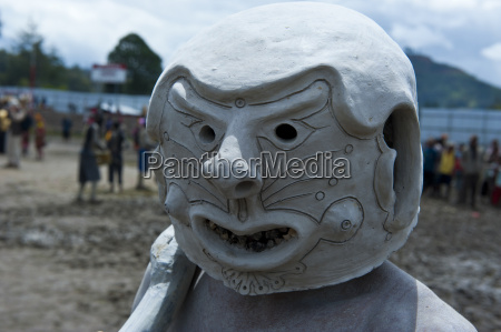 mudman tribe celebrates the traditional sing