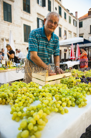 vendor at dubrovnik market setting up