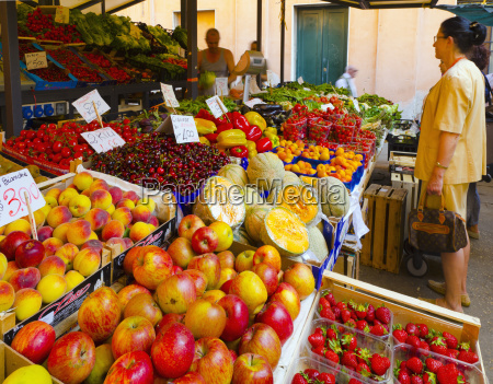 fruit and vegetable market rialto venice