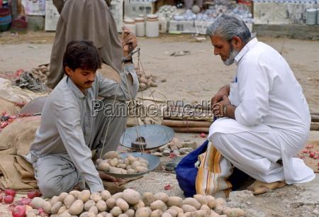man buying potatoes pakistan