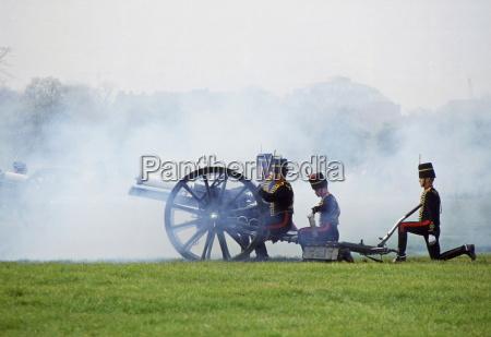 kings troop traditional 21 gun salute