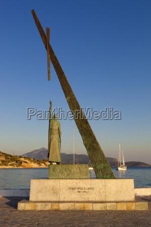 statue of pythagoras greek philosopher and
