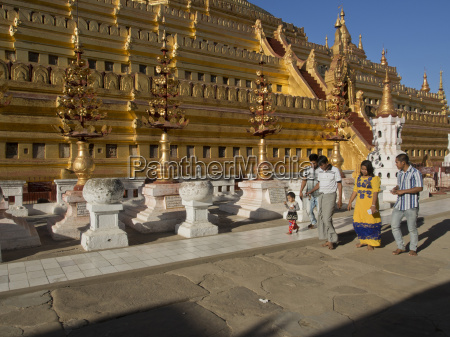 visitors to the buddhist temples of