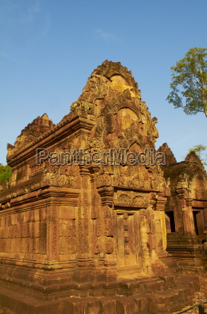 banteay srei temple decorated with relief