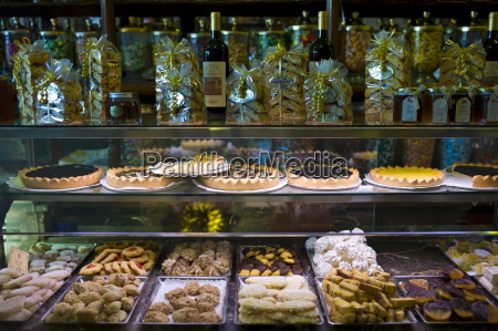 cakes and pastries in fabbrica taddeucci
