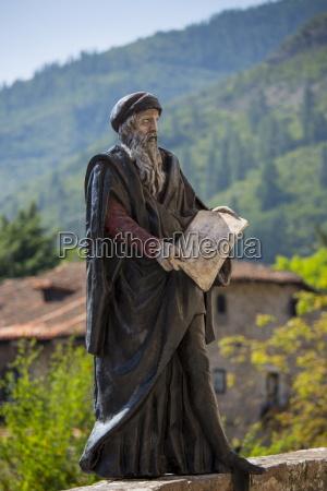 statue of apostle on pilgrims way