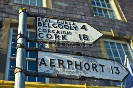 street signs in gaelic and english