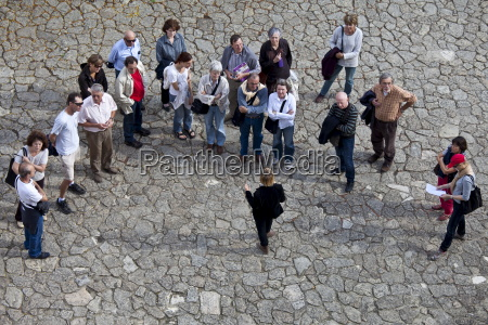 tourists listen to tour guide in