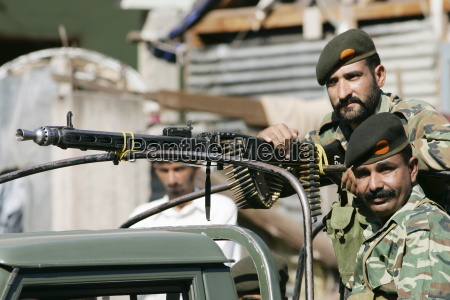 armed pakistani soldiers with machine gun
