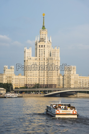river cruise along the moskva river