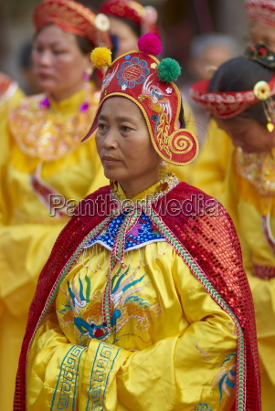 vietnamese woman in religious and ceremonial