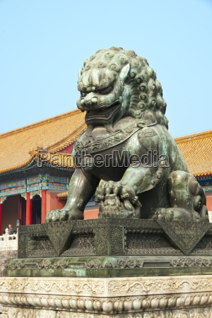 bronzed lion guards gate of heavenly