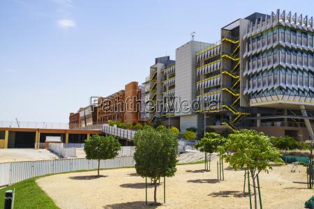 masdar city a carbon neutral building