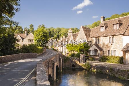 the pretty cotswolds village of castle