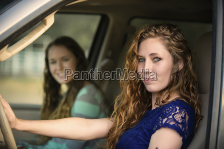 usa texas sisters sitting in car