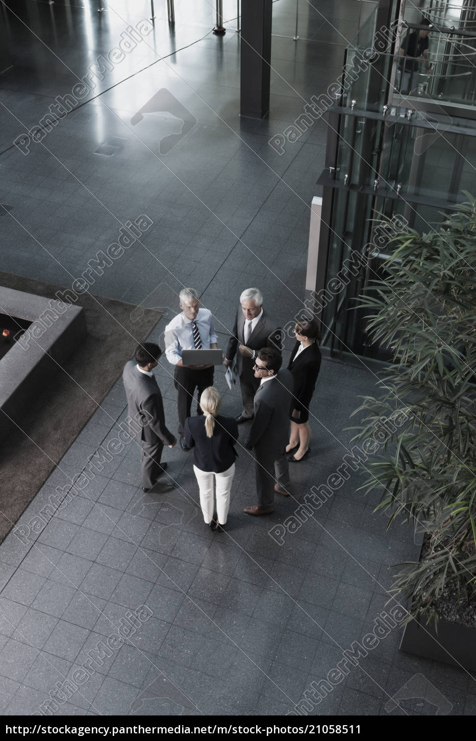 group, of, businesspeople, with, laptop, talking - 21058511