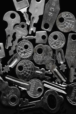 different silver keys on black ground