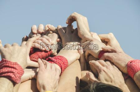 spanien katalonien menschen die auf dem