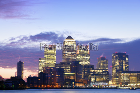 uk london skyline with canary wharf