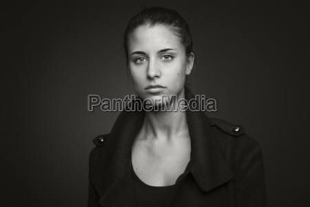 portret mlodej kobiety