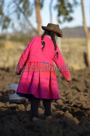 peru ayacucho girl working in field