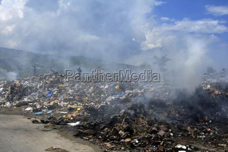 haiti port au prince people searching