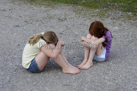 germany girls hiding their heads