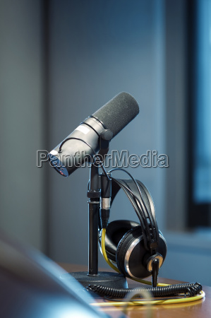 microphone and headphones in a recording