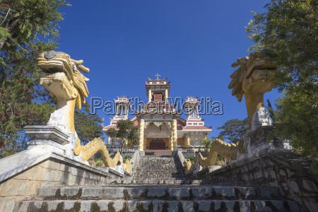 vietnam da lat dragon sculptures on