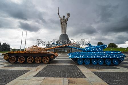 ukraine kiev rodina mat statue and