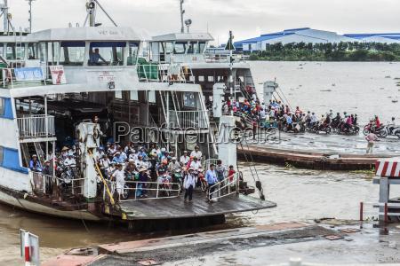 vietnam an giang long xuyen crowd