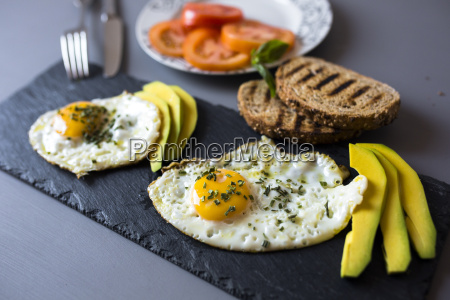 breakfast with eggs avovados tomatoes and