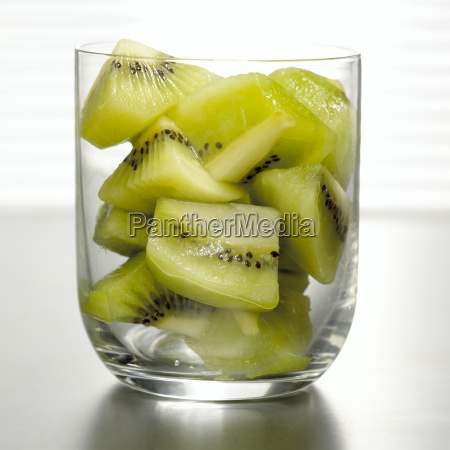 sliced kiwi in glass close up