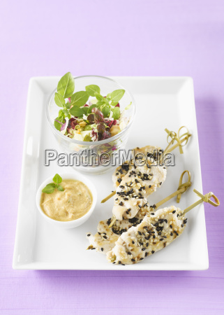 chicken spits in plate with peanut