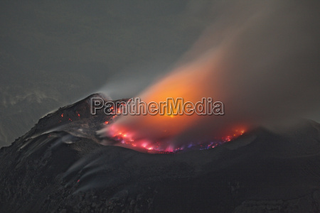 guatemala santiaguito volcano erupting