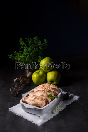 baked apples with nuts and meringue