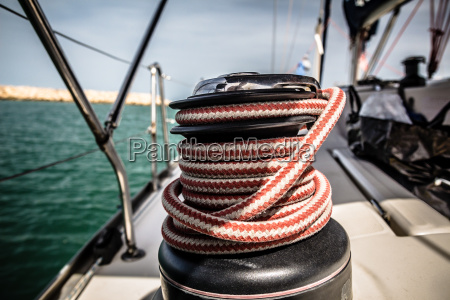 winch with red and white rope