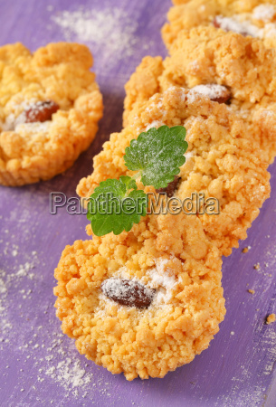 small almond cookies