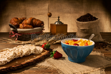 continental breakfast with cornflakes and strawberries