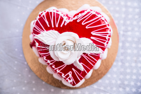 red heat shaped cake