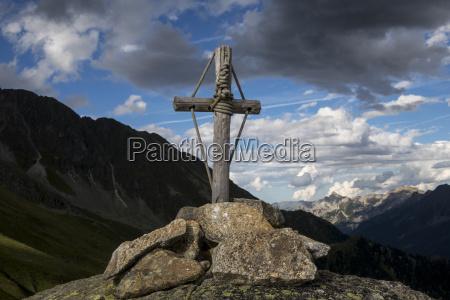 bergkreuz in den oesterreichischen alpen