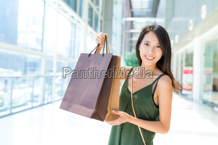 woman holding shopping bag in shopping
