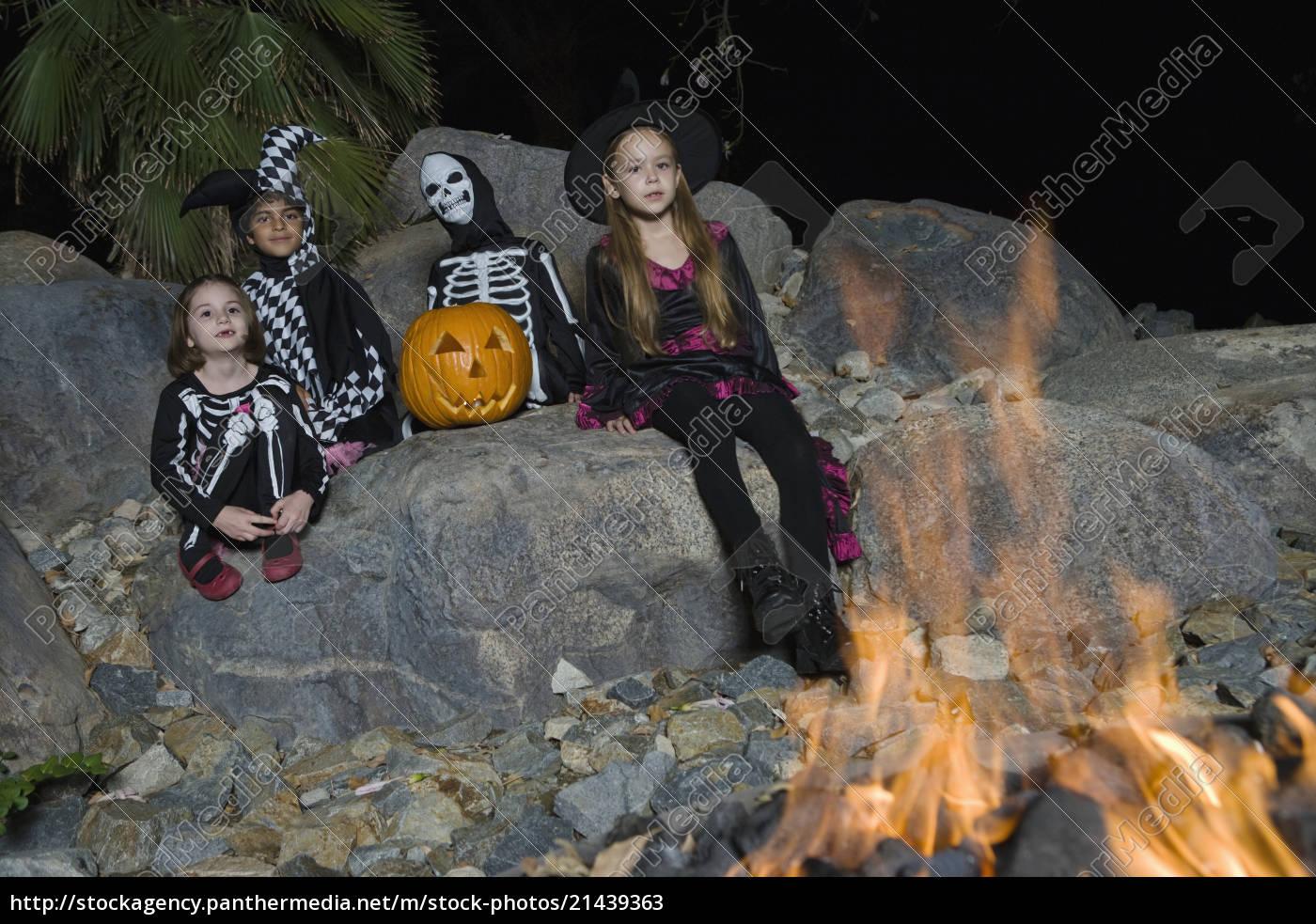 kids, celebrating, halloween, festival - 21439363